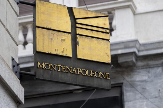 Milaan_Via_Monte_Napoleone_(2).jpg