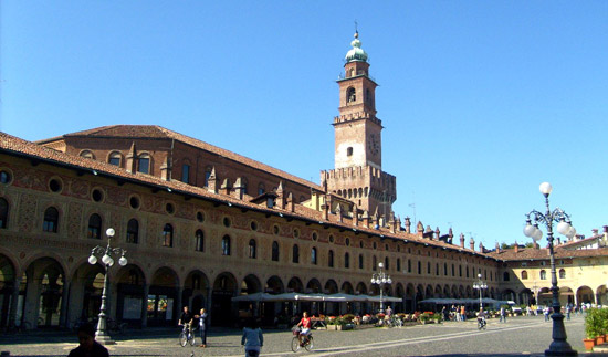 Milaan_Vigevano-Piazza_Ducale_torre-bramante