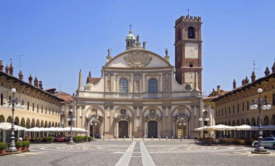 Milaan_Vigevano_Piazza_Ducale_Duomo