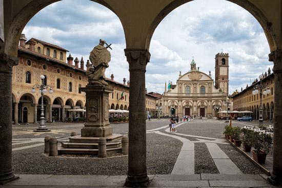 Milaan_Vigevano-piazza-ducale