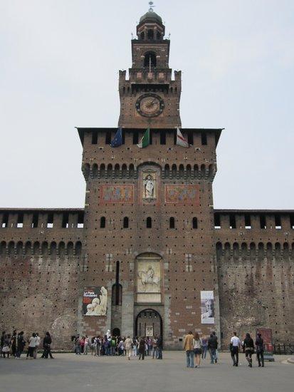 Milaan_castello_sforzesco-ingang