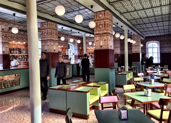 Milaan_fondazione-prada-bar-luce-wes-anderson